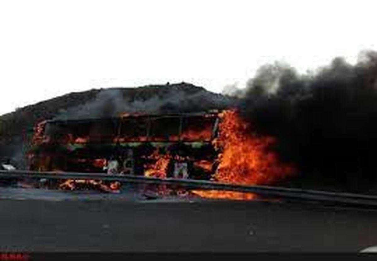 اتوبوس در آزادراه تهران-قم آتش گرفت