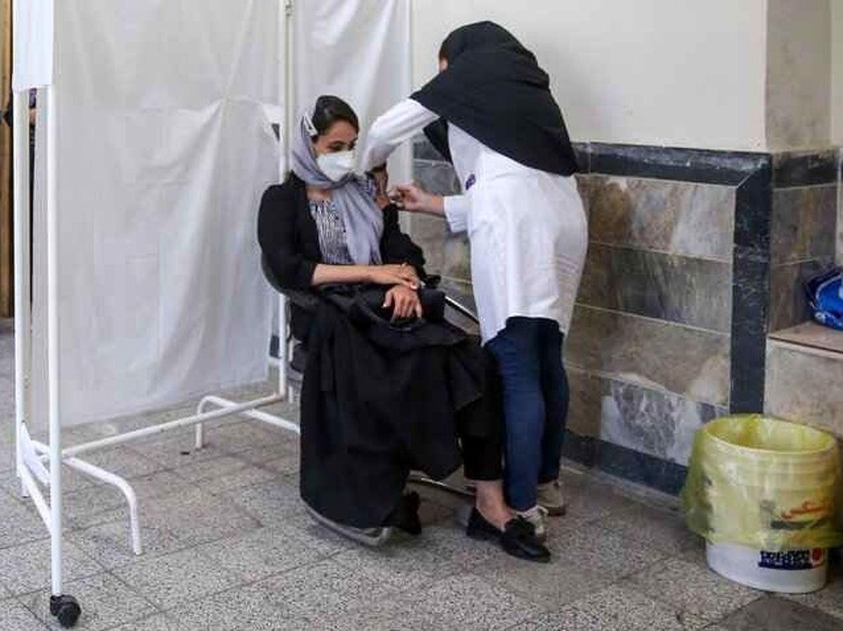 آغاز واکسیناسیون افراد بالای ۱۸ سال در تهران