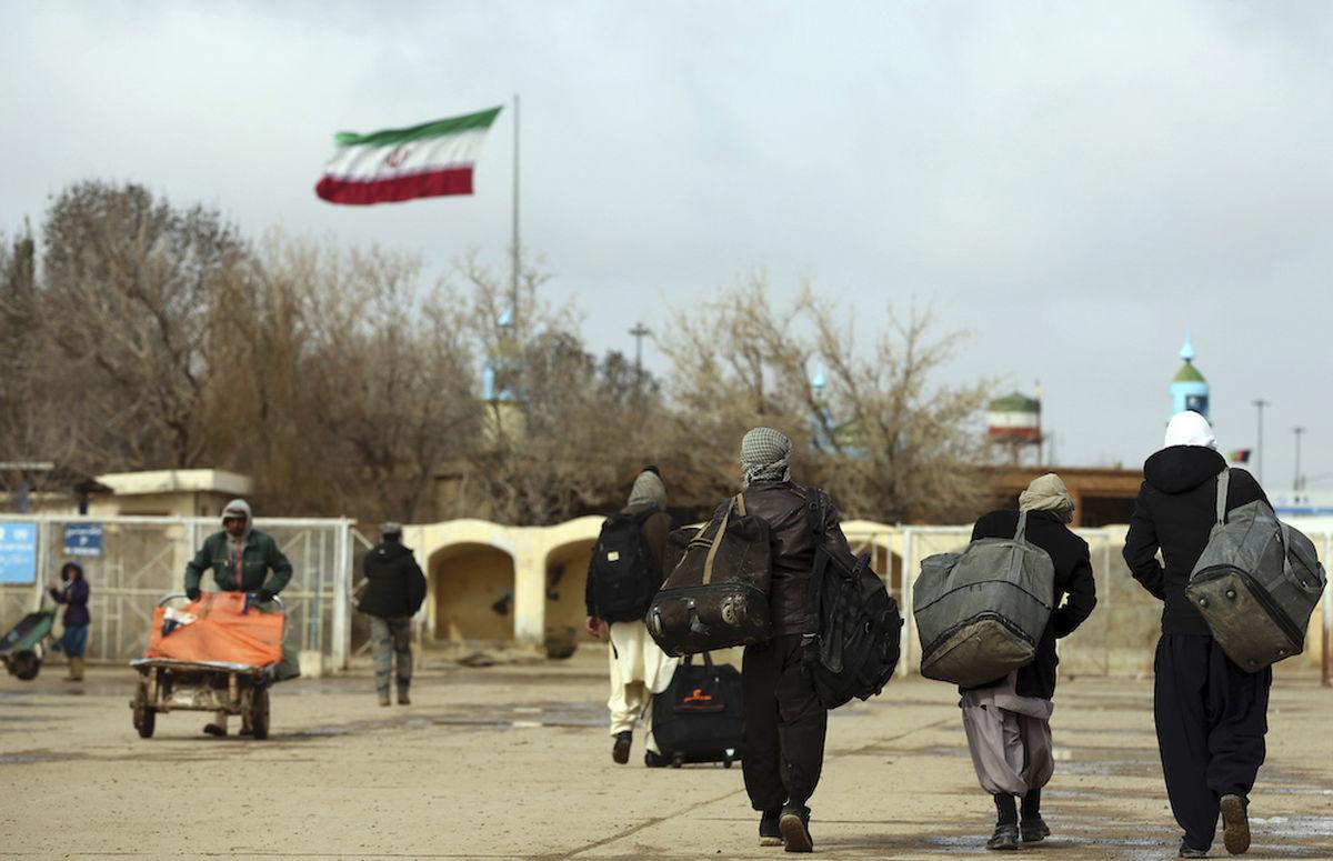 هزاران پناهجوی افغان به سوی ایران میآیند
