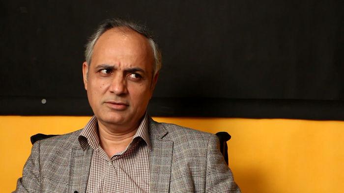 احمد زیدآبادی: نظامیها نمیتوانند مشکلات اقتصادی کشور را حل کنند