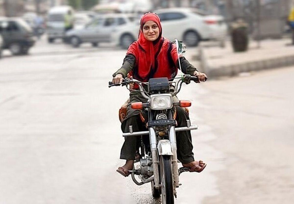 منع قانونی برای صدور گواهینامه موتورسواری بانوان وجود دارد